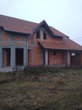 Casa de vanzare în roșu