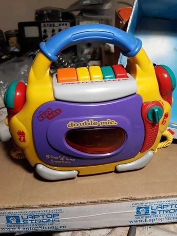 Casetofon pentru copii cu functia karaoke
