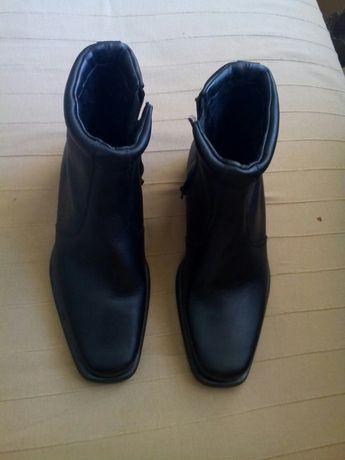 Обувки Боти