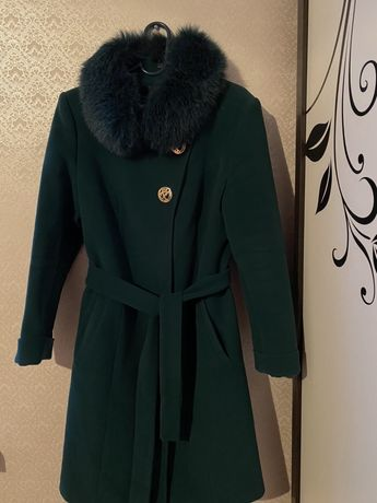 Пальто зеленый цвет