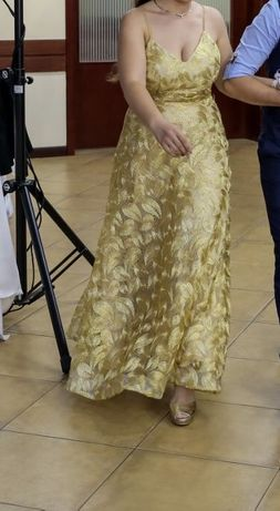 Продавам официална рокля в златно