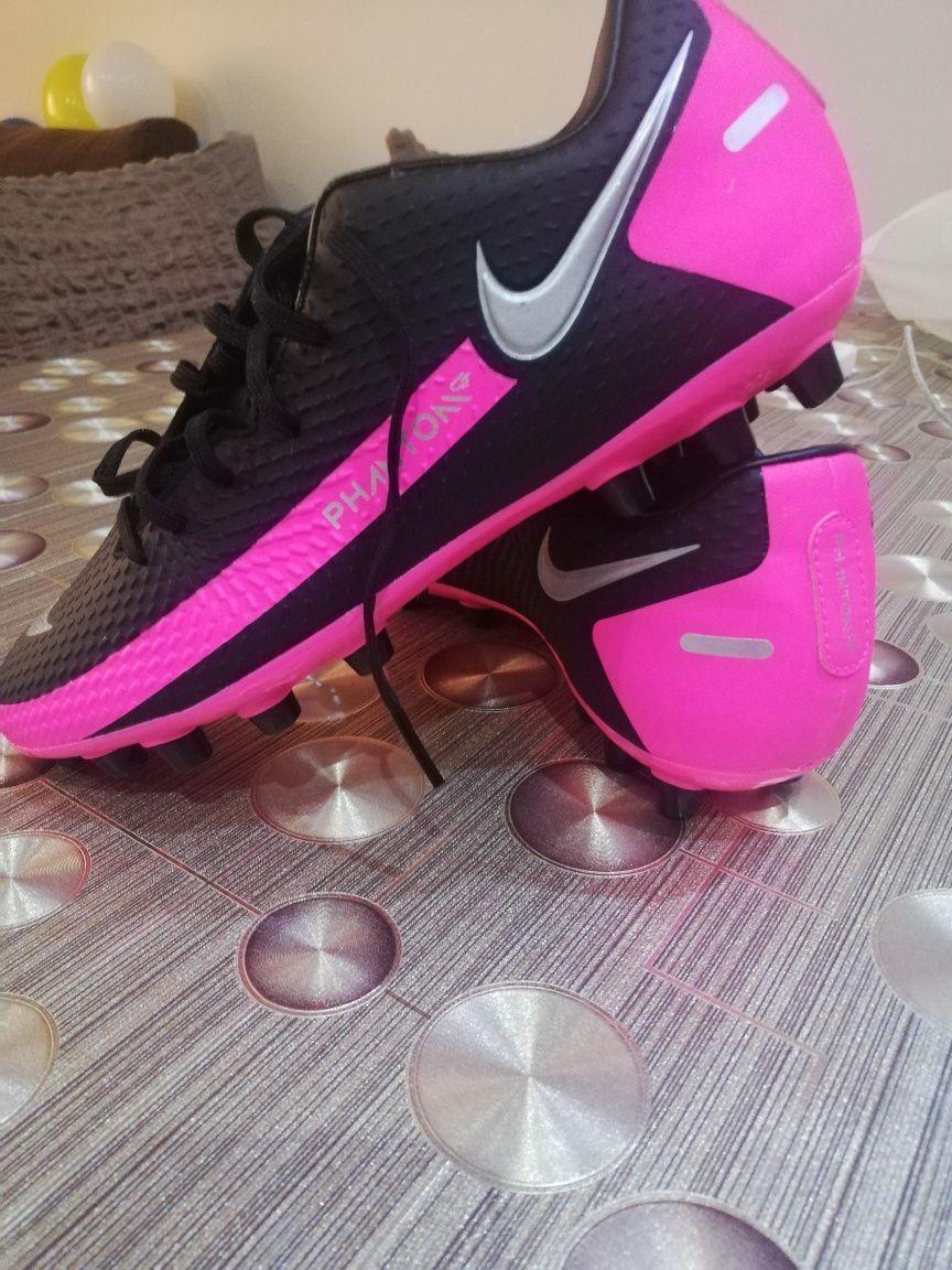 Футболни обувки за изкуствен терен