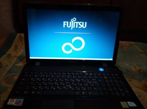 Ноутбук FUJITSU рк