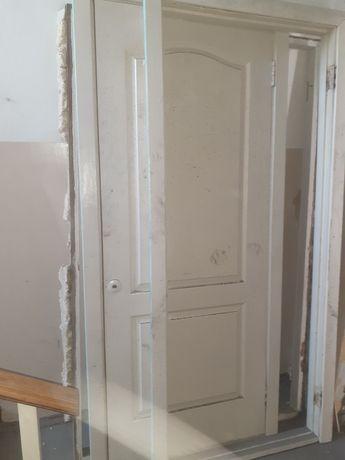 Пластиковую трубу ещё меж комнатные двери .
