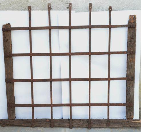 Gratii, grilaj vechi de fereastra mediavala cu arcada circa 1800
