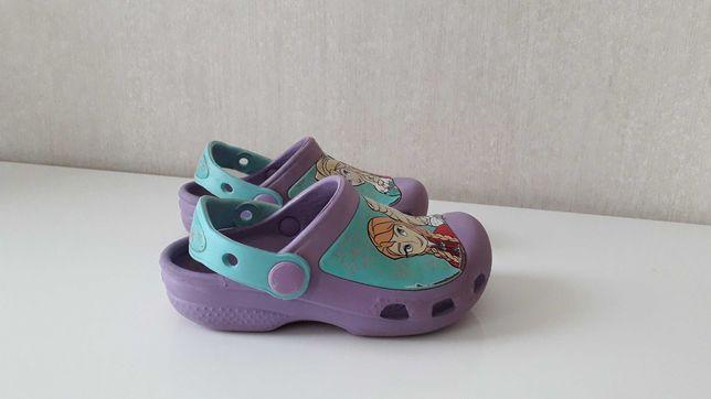 slapi papuci crocs frozen copii nr 25-26