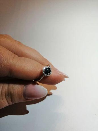 Inel aur alb 18 K cu safir si diamante
