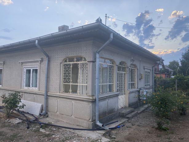 Casa si teren aferent