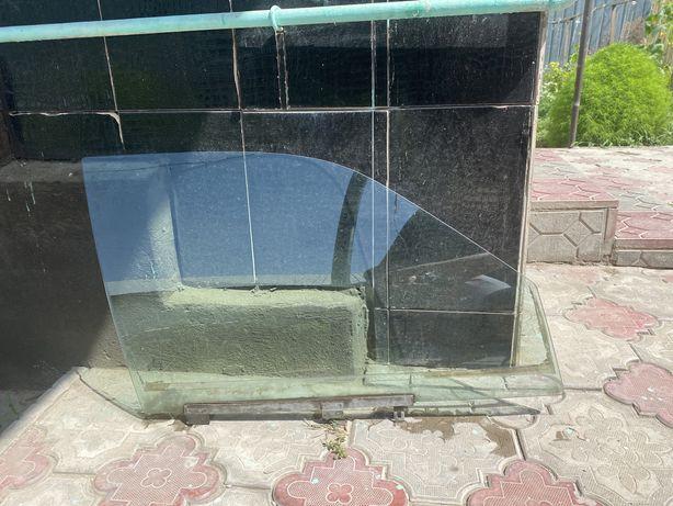 Правое переднее окно пассат б 3 1992 г. в.