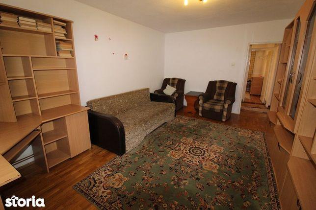 Vând apartament 2 camere, în Deva, zona Dacia, etaj 2