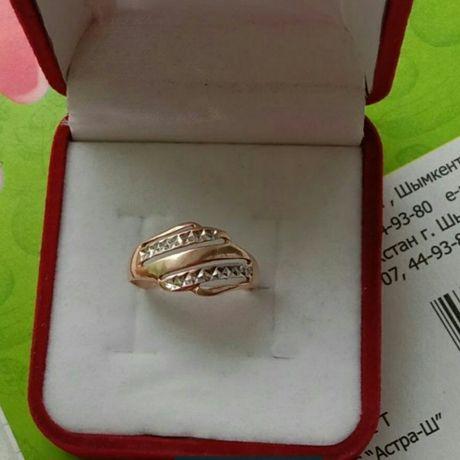 Продам золотое кольцо сверху белое золото