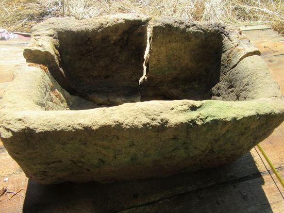 Каменно корито - дялан камък