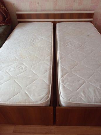 Срочно!  Продам две подростковые кровати с полками