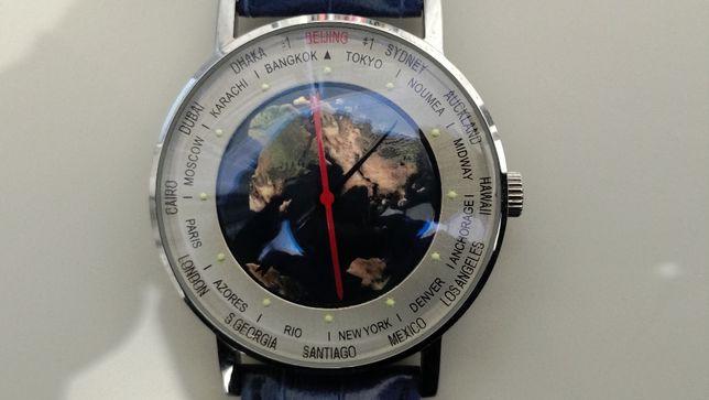 Классические часы с имитацией вращения земного шара