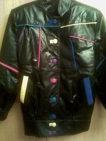 Продавам неупотребявано дизайнерско черно яке естествена кожа и раница