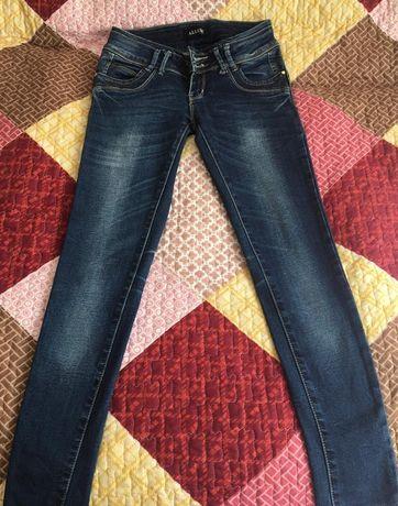 Женские джинсы, бриджи