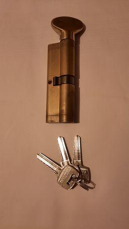 Butuc cilindru usa