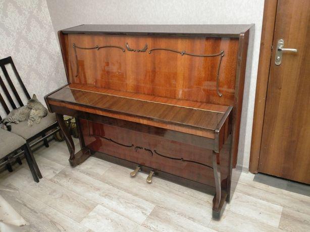 """Пианино """"Токката""""."""