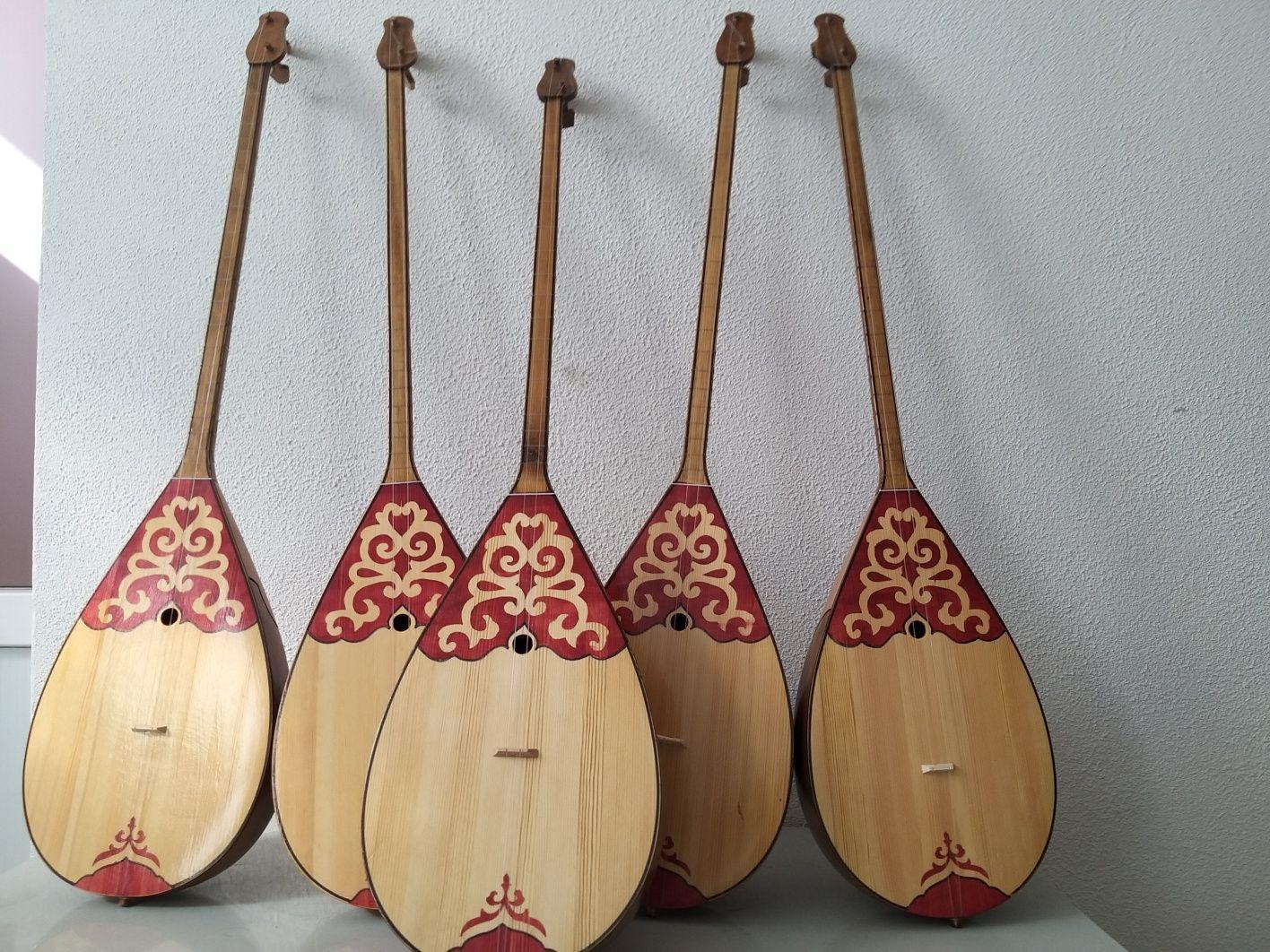 Домбра музыкальный инструмент