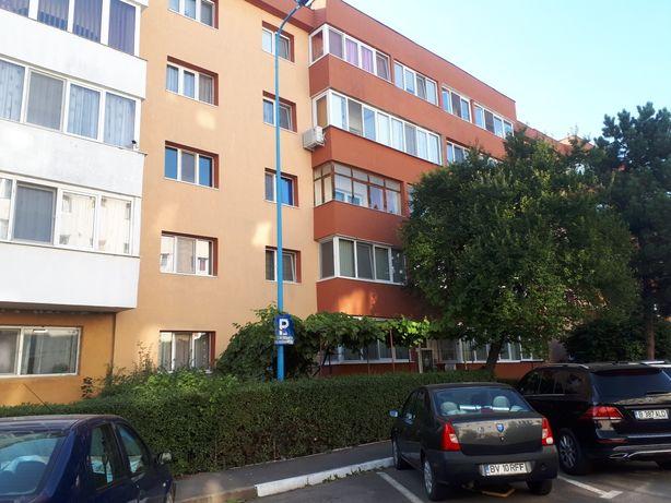 Particular vand apartament 4 camere, semidecomandat
