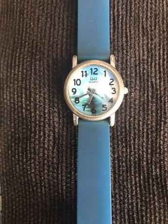Детски часовник и дамски подарък към него Q end Q