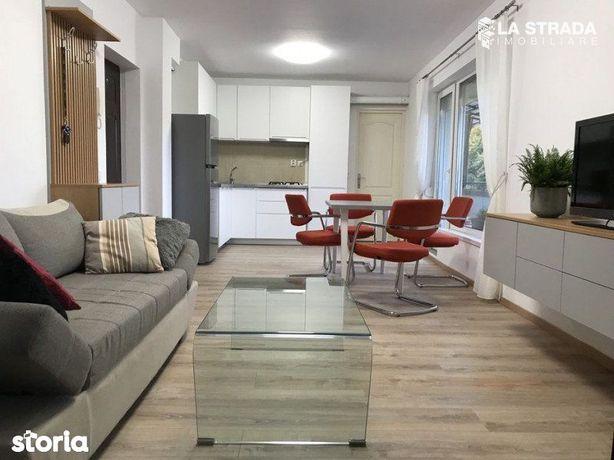 Apartament superb 2 cam cu balcon - Centru, Platinia