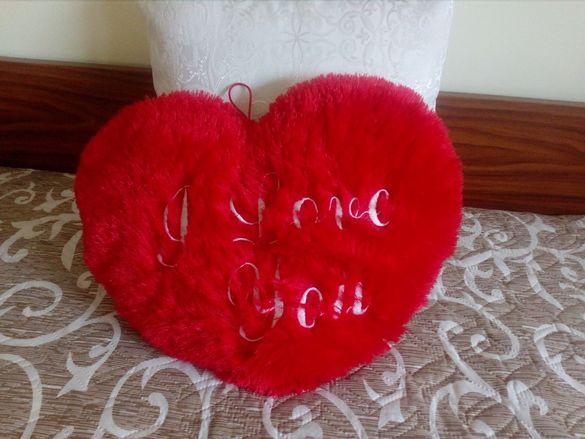 Сърце,червено 35см на 40см(плюшено) с надпис Любов