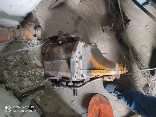 Редуктор ВОМ трактора Т-150 в зборе промежуточным и карданом