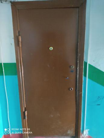 Продам железную входную дверь