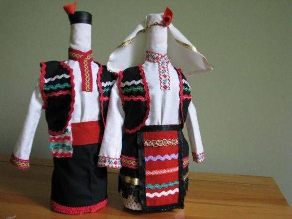 Бутилки с народни носии