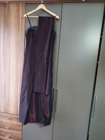 Rochie de seara, cu esarfa si cu paspoal in jurul pieptului.
