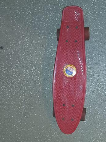 Penny board cu roți de silicon.