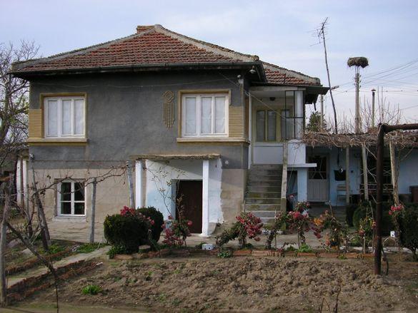 продавам къща с двор + 10 декара земя