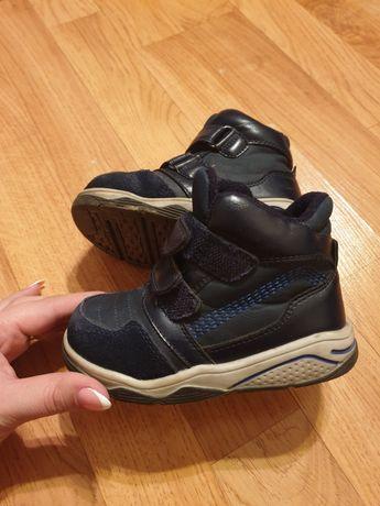 Ботинки детские,сапожки на мальчика 23 размер