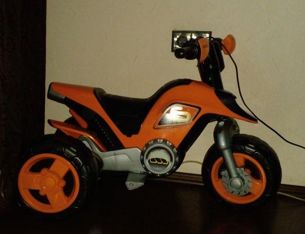Мотоцикл детский. От трех лет. зарядн. устройства нет.