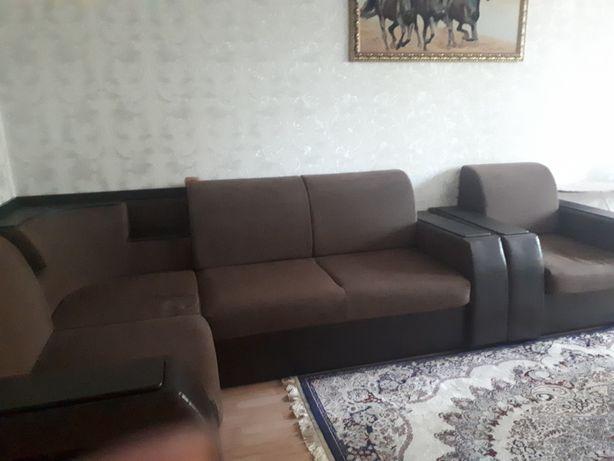 Угловой диван. Б-У.хороший.