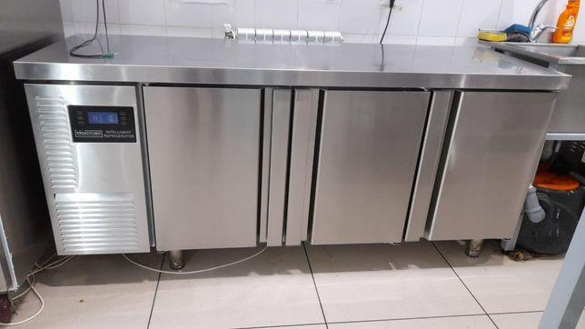 Холодильный стол универсальный2 дверный. Холодильник