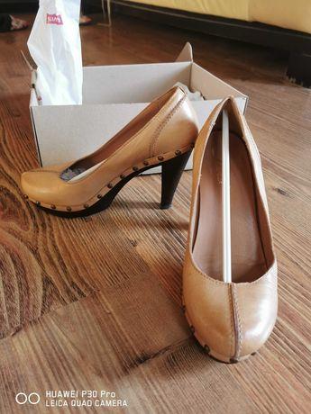 Маркови обувки LEVIS