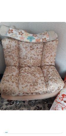 Продам Мягкий уголок 2- кресла, 1 - диван
