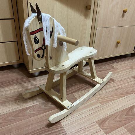 Деревянная лошадка, конь качалка