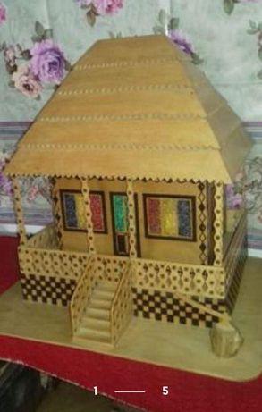 Lampa din lemn sub forma de casa