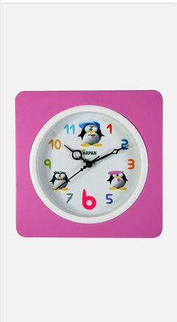 Детски розов стенен часовник с Пингвин