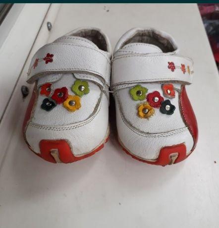 Кроссовки/туфельки на девочку