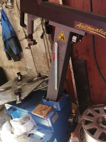 Продавам машини за монтаж, демонтаж и баланс на гуми