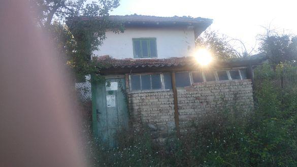 Продавам къща с дворно място в село Комарево, обл. Варна