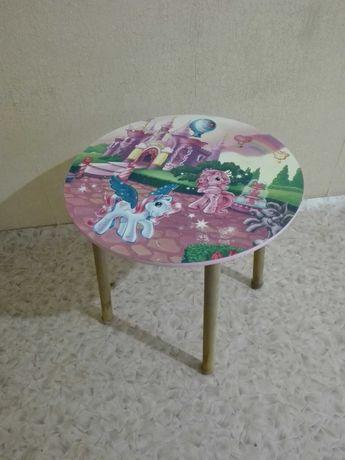 продам детскии  столик (ноги снимаются)(в продажа день)