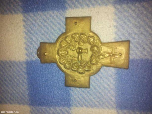 Cruce din alama cu Isus si cei 12 ucenici. 126 grame.