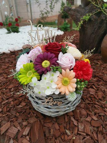 Aranjamente din flori de sapun și trandafiri din spuma