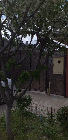 Închiriez casa in cartier pisc
