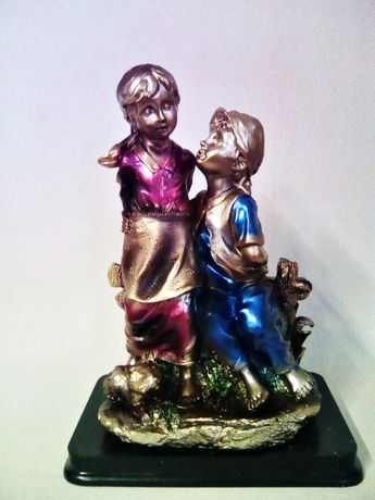 статуетка деца на пейка
